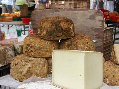 Fromage vendu sur un marché provençal
