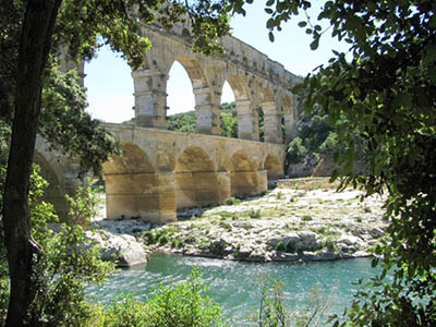 Roman aqueduct of the Pont du Gard and world cultural heritage
