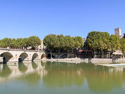 Sommières : village médiéval, pont romain, marché provençal…