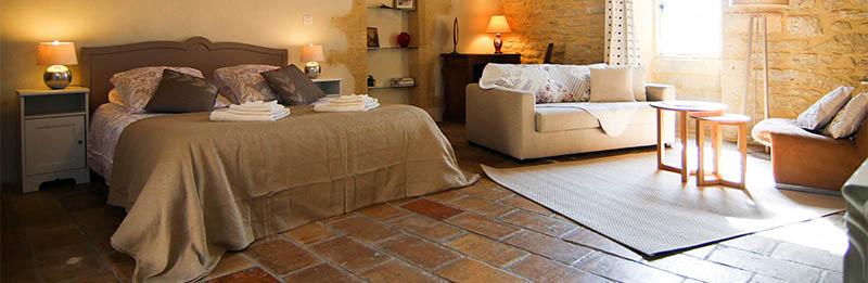 Chambre d'hôtes Cerise : murs en pierres et poutres apparentes